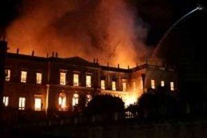 Cháy lớn tại Bảo tàng quốc gia 200 năm tuổi của Brazil
