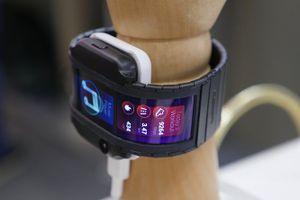 Nubia Alpha - điện thoại đeo cổ tay như phim viễn tưởng