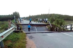 Bình Thuận: Cầu Tân Hà bất ngờ sập trong đêm, giao thông bị chia cắt hoàn toàn