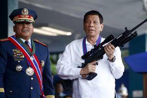 Tổng thống Duterte 'gây bão' ở Israel khi vừa công du vừa ngắm vũ khí