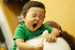 Mẹ có biết: Trẻ ngủ muộn CHẬM PHÁT TRIỂN cả thể lực và trí tuệ?