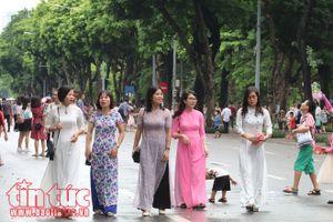 Các khu vui chơi ở Thủ đô đông nghịt người dịp nghỉ lễ