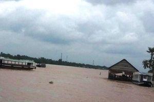 Mô tô nước mất lái lao vào tàu du lịch trên sông Tiền, một người tử vong