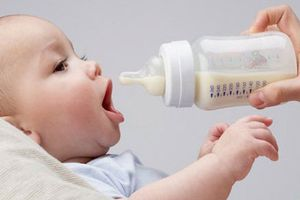Mẹ bỉm sữa bật mí cách chọn sữa công thức đúng cho bé