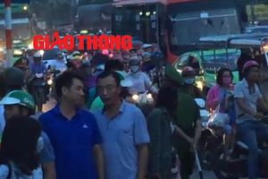 Tối mịt, nghìn người vẫn vật vã về Hà Nội sau nghỉ 2/9