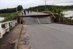 Sập cầu ở Bình Thuận, giao thông đường ĐT 766 tê liệt