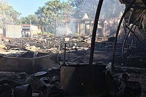 Xưởng gỗ rộng 1.500m2 bị lửa thiêu rụi trong đêm