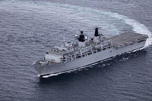 Tàu tấn công đổ bộ của Hải quân Hoàng gia Anh cập cảng TP. HCM