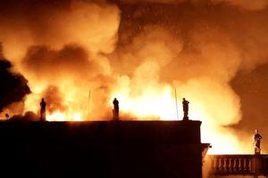 Brazil: Hỏa hoạn thiêu rụi Viện bảo tàng quốc gia Rio de Janeiro 200 năm tuổi