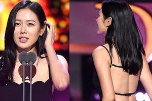 Son Ye Jin khoe lưng trần gợi cảm, lấn át dàn mỹ nữ Hàn