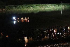 Ra sông mò hến, cha cùng con trai 10 tuổi tử vong