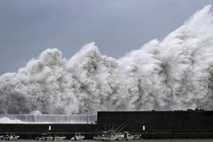 Cơn bão mạnh nhất trong 25 năm đổ bộ Nhật Bản