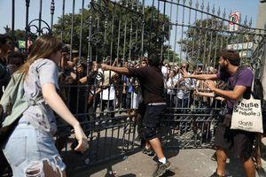 Cảnh sát Brazil dùng hơi cay giải tán đám đông sau khi bảo tàng 200 tuổi bị cháy