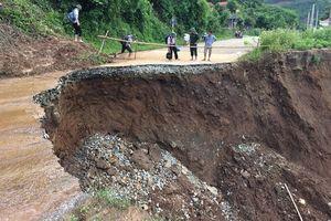 Huyện Mường Lát vẫn bị chia cắt do đường giao thông bị sạt, lở