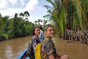 Chuyến hồi hương đặc biệt của hai 'tiểu tiên cá' Hungary gốc Việt