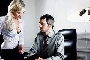 Mất chồng vì 'khoán trắng' cho thư ký trẻ đẹp, đa tình