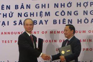 Thử nghiệm công nghệ mới 'làm sạch' sân bay Biên Hòa