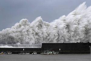 Cận cảnh siêu bão 'khủng nhất' 25 năm đổ bộ vào Nhật Bản