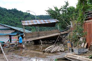 Bờ kè ven sông Lam tan hoang sau lũ