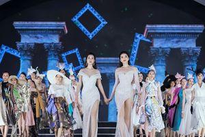 Hoa hậu, Á hậu lộng lẫy trên sàn diễn thời trang