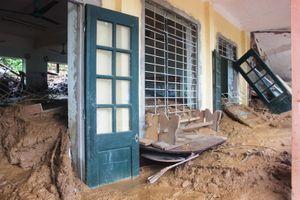Xót xa ngôi trường đổ sập, ngập bùn trước ngày khai giảng