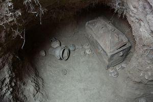 Phát hiện mộ cổ hơn 3000 năm tuổi nhờ... ô tô rơi xuống hố