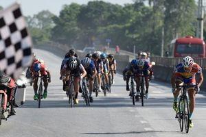 Chặng 3 giải xe đạp Quốc tế VTV: Giành lại áo vàng sau nỗ lực tách tốp