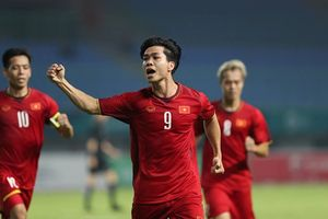 Báo châu Á: Siêu tiền đạo Malaysia 'đá bay' Công Phượng, Son Heung Min