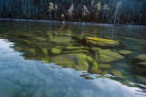 Vẻ đẹp mát lạnh, trong vắt của hồ Baikal ở Siberia (Nga)