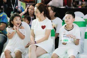 Mẹ con Jennifer Phạm cùng hơn 5.000 gia đình lập kỷ lục thế giới