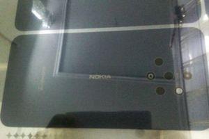 Rò rỉ hình ảnh mặt lưng Nokia 9 với cụm camera khác lạ