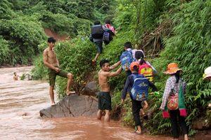Vượt bùn đất đến với học trò ngày khai giảng