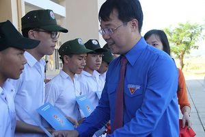 Anh Lê Quốc Phong dự khai giảng, trao tặng công trình thanh niên