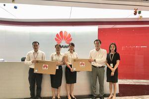 Công ty Huawei VN trao tặng máy tính cho 2 trường học ở tỉnh Hà Tĩnh và Sơn La