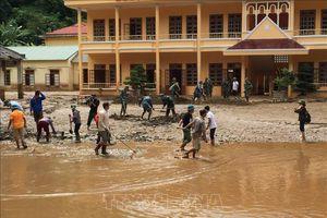Nhiều trường học vừa đón lễ khai giảng năm học mới, vừa khắc phục hậu quả bão lũ
