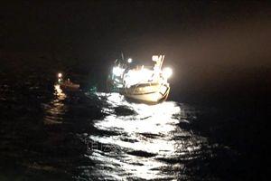 Cứu nạn một thuyền viên người Trung Quốc cận kề cái chết