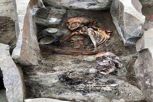 Phát hiện xác ướp 'người đẹp ngủ trong hồ' 2.000 tuổi mặc váy lụa
