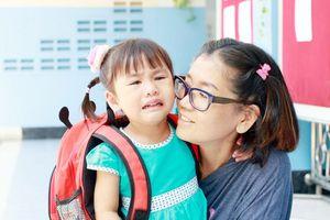 Cách giúp trẻ vượt qua khủng hoảng tâm lý khi ngày đầu đi học