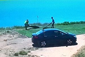 Đà Nẵng: Truy tìm danh tính 2 người đàn ông trộm cỏ nhân tạo ở bán đảo Sơn Trà