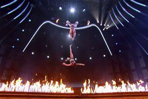 Nín thở nhìn cảnh chồng thẳng tay quăng vợ xuống đất trong bán kết America's Got Talent