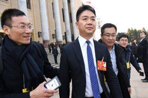 Vì sao tỷ phú bị cáo buộc cưỡng hiếp của Trung Quốc tới Mỹ học?