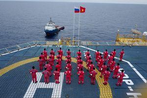 Buổi chào cờ trên giàn Hải Thạch - Mộc Tinh