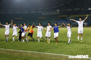 Bóng đá Việt Nam: Cảm hứng thăng hoa từ tháng ngày chông chênh