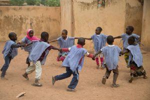Khai giảng của trẻ em ở những nơi nghèo nhất thế giới