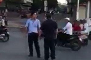 Tài xế tấn công phó chủ tịch huyện: Chỉ lớn tiếng thôi