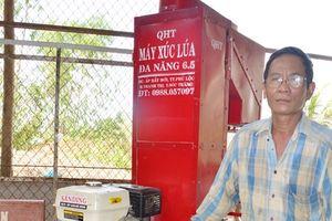 Nông dân Khmer học chế tạo thành công máy nông nghiệp