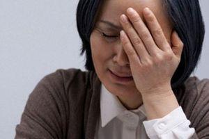 Thấy con dâu thường về muộn khi con trai đi công tác, mẹ chồng trào nước mắt phát hiện sự thật