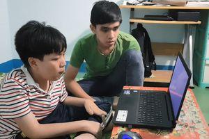 Nghị lực và ước mơ của chàng sinh viên khuyết tật