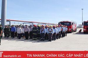 Các lực lượng diễn tập bảo đảm an ninh trật tự tại cảng Sơn Dương