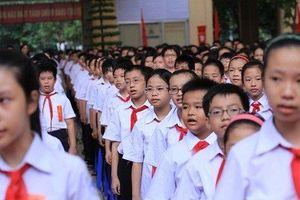Phụ huynh 'méo mặt' vì tiền đồng phục năm học mới